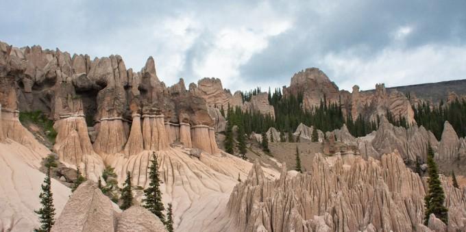 Klipper dannet af aske fra en supervulkan i USA. Foto: www.danielmcvey.com