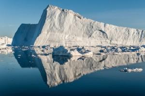 Med den stakåndede hastighed af 46 meter om dagen strømmer Jakobshavn Isbræ i havet. Foto: Ian Joughin, PSC/APL/UW