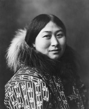 Teorien Beringia Stilstand antager, at forfædrene til Amerikas oprindelige befolkning var isoleret på en stor ø imellem Alaska og asien i 5.000 år. Billedet er taget af en canadisk Inuit. Foto: Lomen Bros