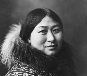 Inuit_Woman_1907_Crisco_edit_foto_ Lomen_Bros lille
