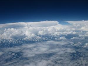 De øverste skyer i billedet er ligger i omkring fem kilometers højde, og de begrænser opvarmningen af Jorden. Foto: Radovan Krejci.