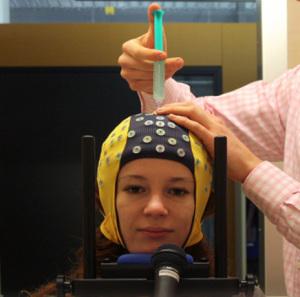 Den kunstige intelligens overvåger signalerne med et elektroencefalogram, så du ved det, hvis nogen overvåger dine bevægelser på den måde. Foto: Michael Veit