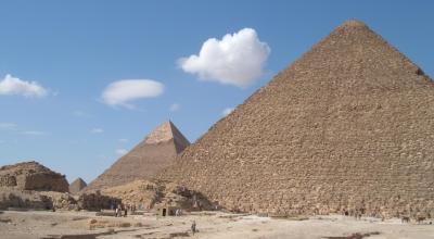 En blanding af fysiske målinger på Cheop Pyramiden og tekststudier viser, at farao måske sidder på en jerntrone af meteoritjern inde i et ukendt kammer øverst i pyramiden. Foto: Giulio Magli.