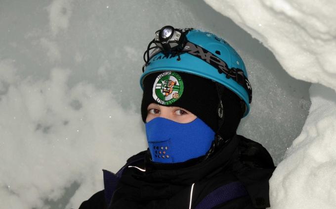 Når temperaturen er minus 20-25 grader er det godt med en maske. Så kommer ånden ud i stedet for at fryse til is i tøjet.