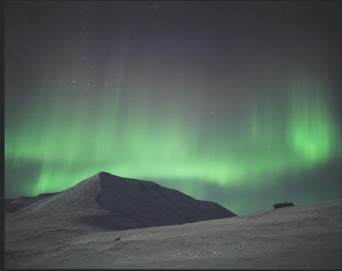 Oplevelsen af nordlys på Svalbard var fantastisk. Mit kamera kunne desværre ikke klare det svage lys, så dette billede fik jeg fra Iceland Explorer.