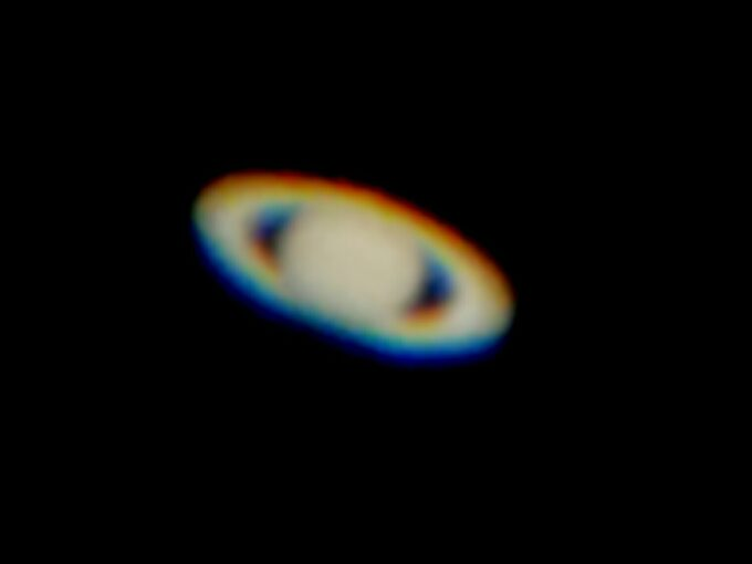 Saturn fotograferet gennem teleskop med telefon