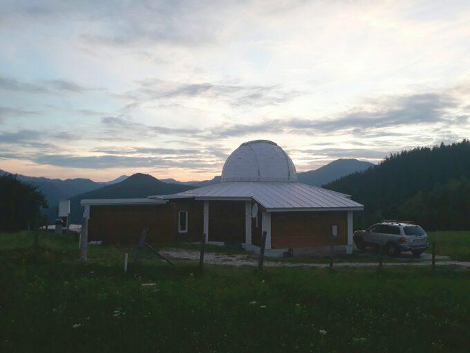 Observatorium med mange teleskoper i Alperne